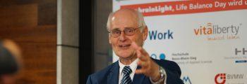"Prof. Dr.-Ing. Hans-Joachim Schwalbe | BoneDiaS GbR<br><span class=""subTimelineHeading"">Das innovative Messverfahren BoneDiaS</span>"